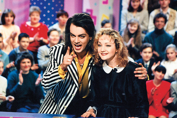 Татьяна с коллегой по сцене Филиппом Киркоровым на программе «Поле чудес», 1997 год