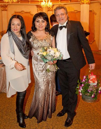 Фатима Хадуева появилась на празднике Клары Кузденбаевой