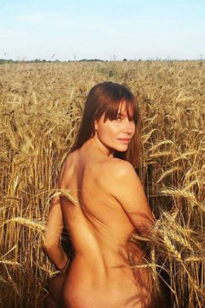 Снимок обнаженной актрисы в поле произвел настоящий фурор