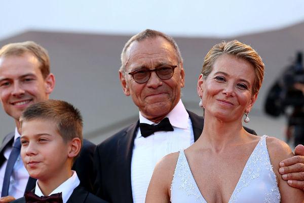 Андрей Кончаловский вместе с семьей на премьере фильма «Рай»