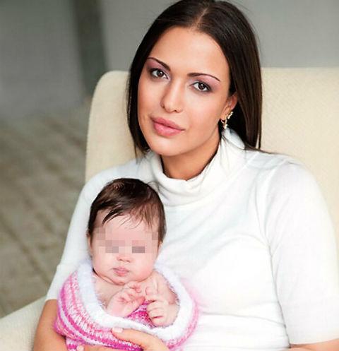 Алина Брагина с дочерью