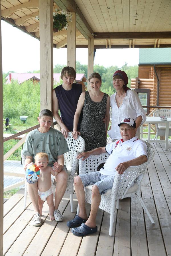 С дочкой Екатериной,  внуками и правнуком  Тимошей