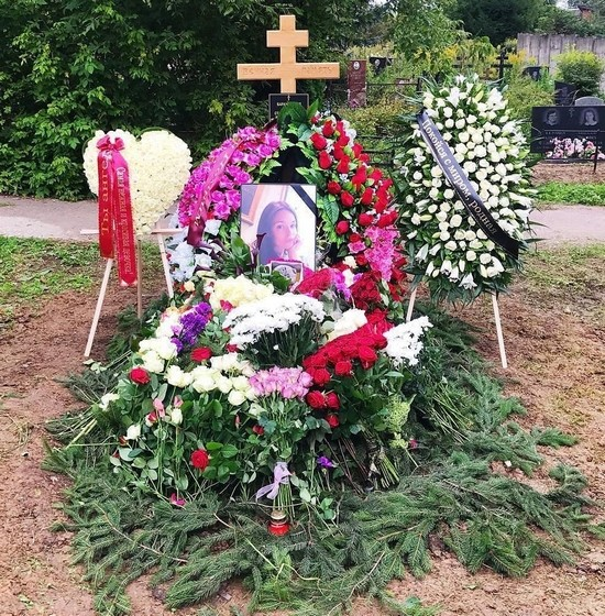 Могила Стеллы Барановской на Машкинском кладбище