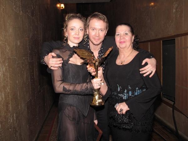Евгений Миронов с сестрой и мамой