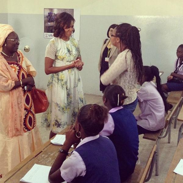 Мишель Обама посетила среднюю школу в Дакаре