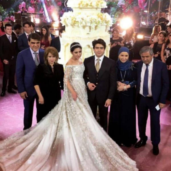 Гости восхищались платьем невесты за 40 миллионов рублей