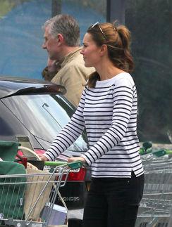Кейт Миддлтон сама делает покупки в магазине