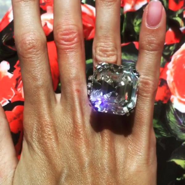 По словам Ксении, так выглядит бриллиант в 70 карат