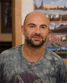 Телеведущий Тимофей Баженов, ворон Яша
