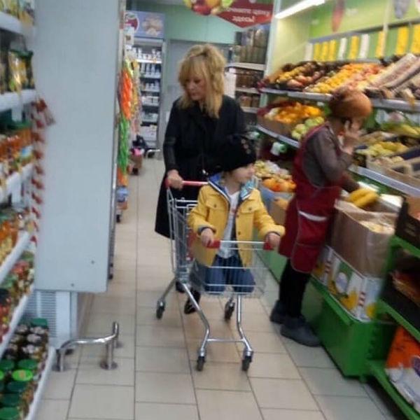 Алла Пугачева во время шопинга