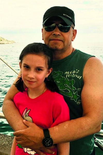 Единственной внучке Расторгуева Соне в этом году исполнится 12 лет. Девочка – дочь старшего сына певца Павла