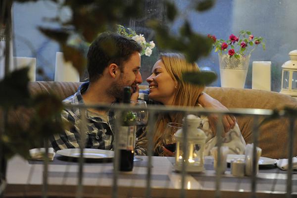 В ресторане Настя и Саша без стеснения демонстрировали свои чувства