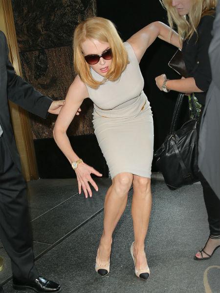 Инцидент произошел, когда актриса возвращалась в отель с показа модного дома Calvin Klein