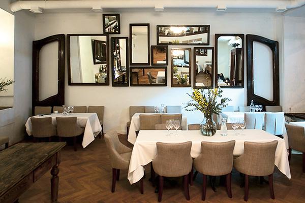 Ресторатор открыл кафе по соседству с театром, в котором играет Раппопорт