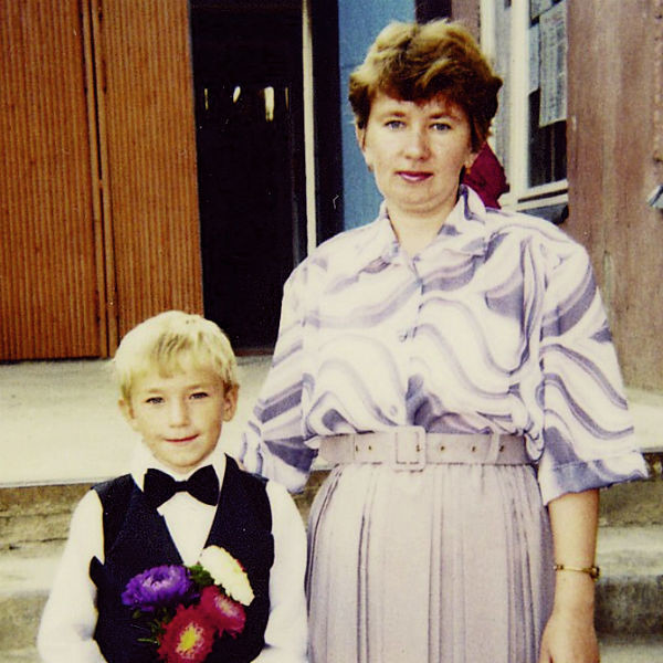 Мама Алевтина Анатольевна хотела, чтобы сын стал экономистом