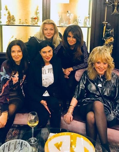 Алла Пугачева с Идой Достман, Светланой Пельш и другими гостями вечера