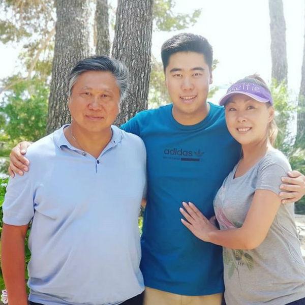 Анита Цой с мужем и сыном