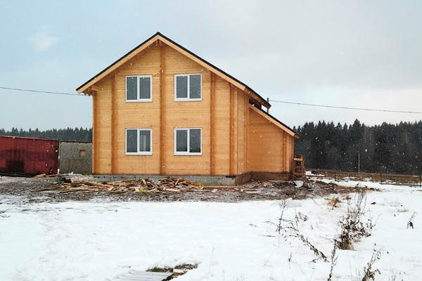 Дом, который семья Тараевых построила на участке в Большой Моси, для жизни не пригоден