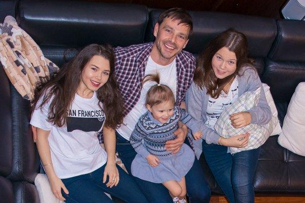 Сергей Губанов с дочерьми – Кариной, Катей и Ангелиной