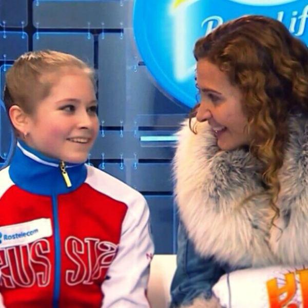 Юная спортсменка с тренером Этери Тутберидзе