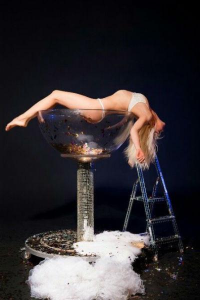 «Один приватный танец стоит от полутора до двух тысяч рублей и длится в среднем пять минут» - откровенничает танцовщица