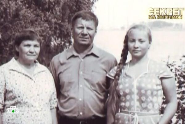 14-летняя Светлана Пермякова со своими родителями