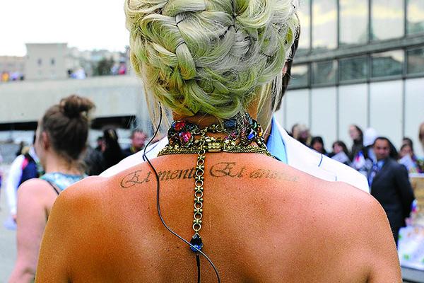 В одном из интервью Лера призналась, что они с мужем хотят сделать одинаковые татуировки