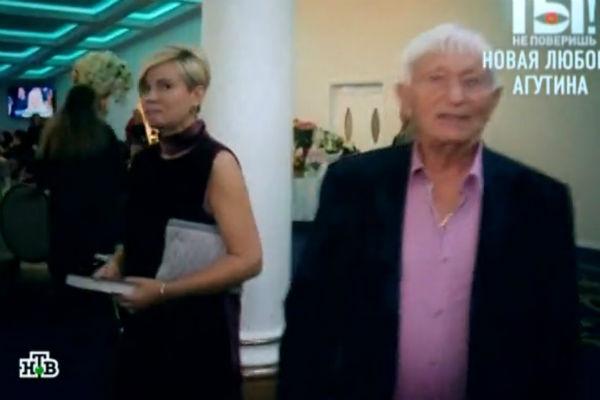 Николай Агутин счастлив рядом с загадочной блондинкой