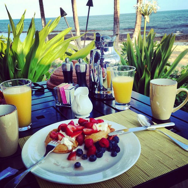 «Good morning! Aloha (перевод с англ. – «Доброе утро! Алоха»)», - подписала снимок Винокур