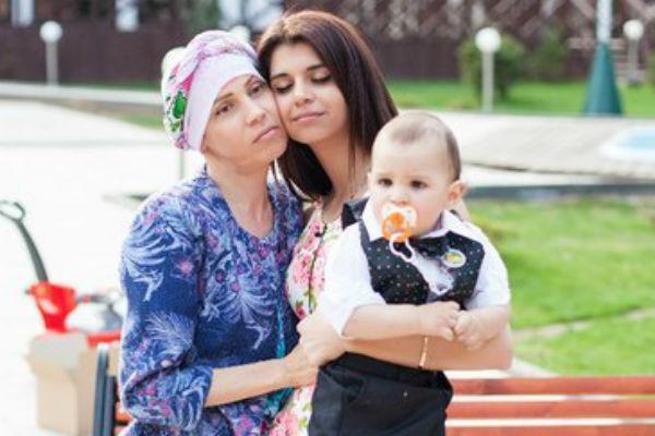 Алиана и вся семья очень переживают за здоровье ее мамы
