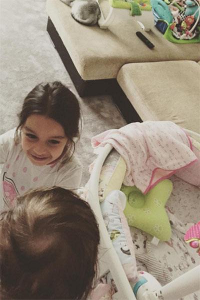 «Вот они мои принцесски-королевки», - подписала Ксения Бородина фото с любимыми дочками
