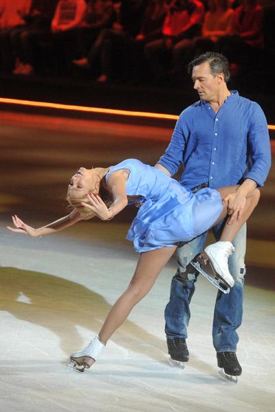 Через полтора месяца  после родов Татьяна  Навка вышла на  лед в паре с Егором  Бероевым
