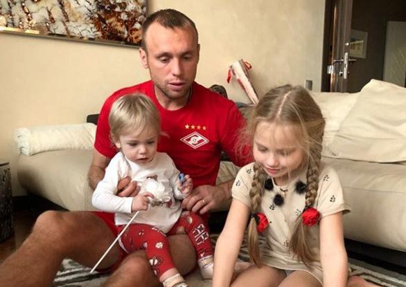 Глушаков хочет, чтобы дочери жили с ним