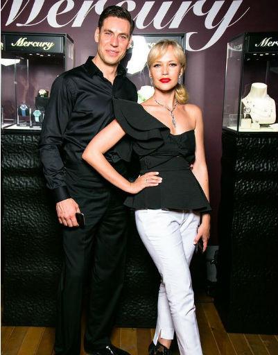 Дмитрий Дюжев с супругой Татьяной предпочли строгий стиль