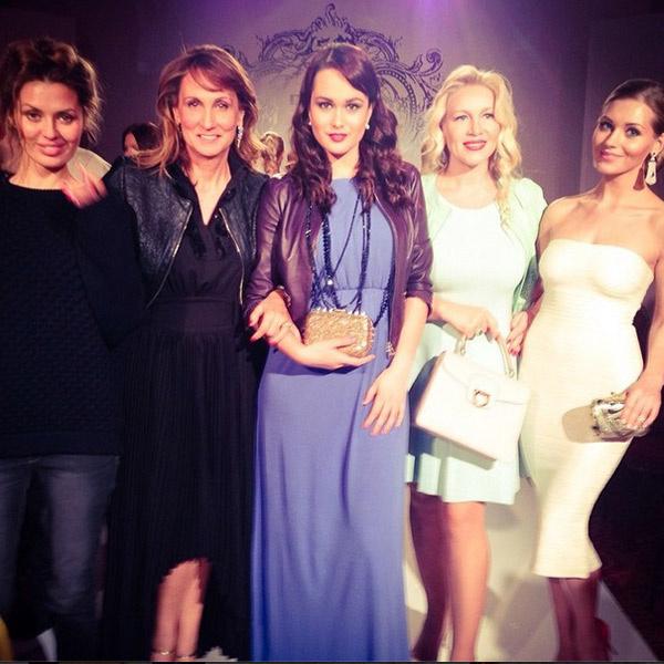 Кристина (крайняя справа) с гостями модного показа