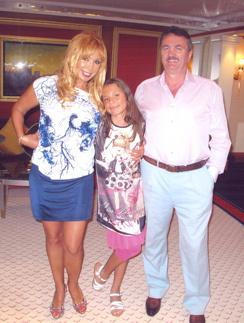 Маша Распутина с мужем и дочерью на отдыхе в Дубае