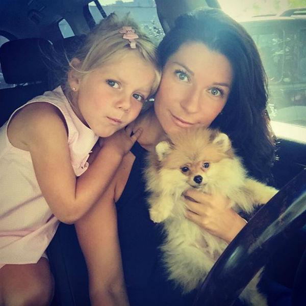 Маленькая Лиза окружена любовью и вниманием родителей