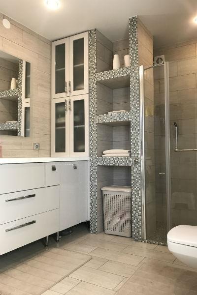 Ванная оформлена в минималистическом стиле