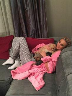 Челси и Ева помогают Ольге выздороветь