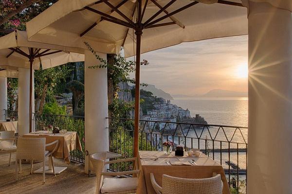 Из отеля открывается живописный вид на Тирренское море