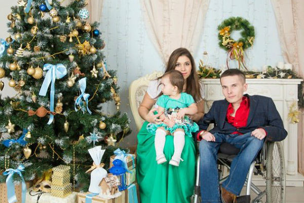 Антон Мамаев с семьей