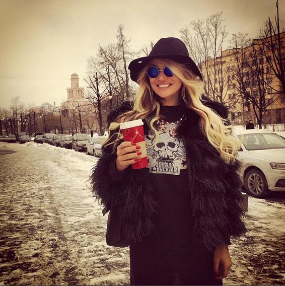 Под всеми снимками Водонаева подписывает названия брендов