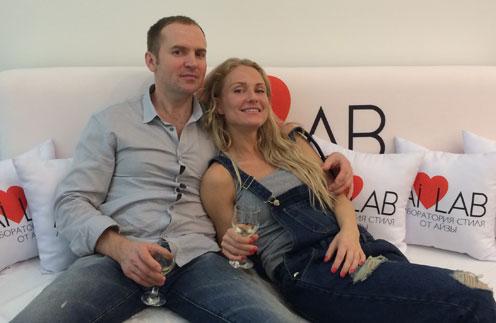 Сергей и Катя  помирились,  поженились и вьют  семейное гнездышко  по новой