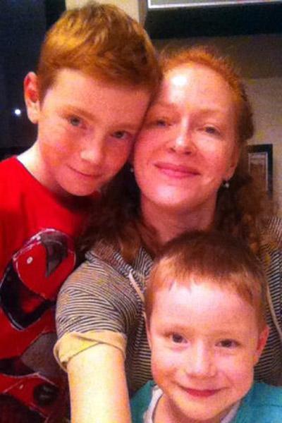 В воспитании сыновей  Пети и Саши Наталье   Рогожкиной помогают   мама и бабушка
