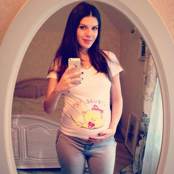 О том, как протекает беременность, Ирина рассказала в своем микроблоге