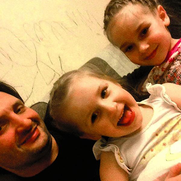 Запашный с дочками Глорией (в центре) и Стефанией