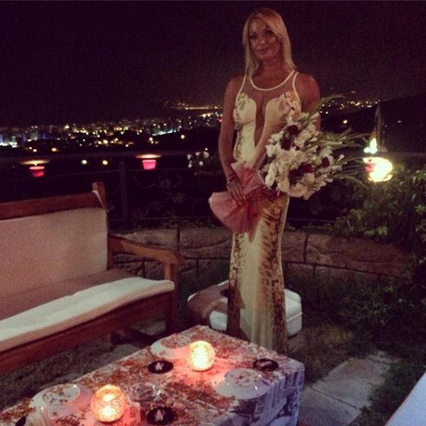 Анастасия Волочкова на романтическом ужине