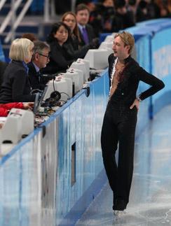 Евгений Плющенко снимается с соревнований