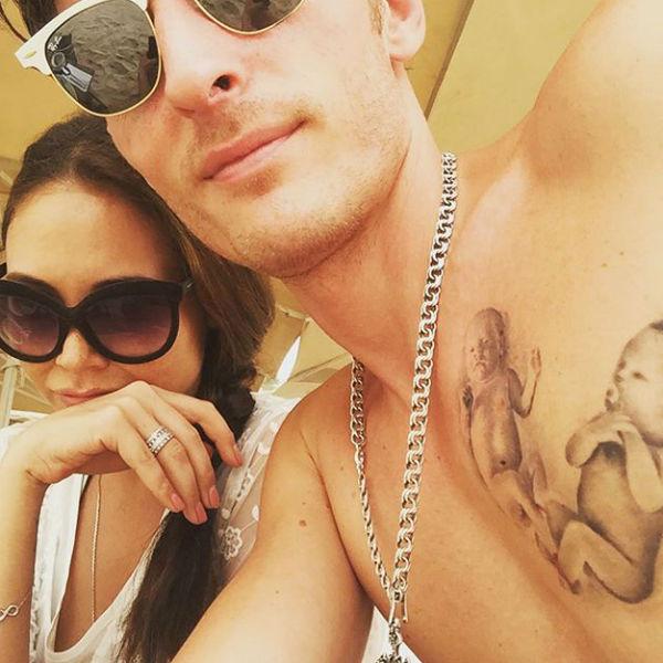 Павел Воля показал своих детей только на татуировке