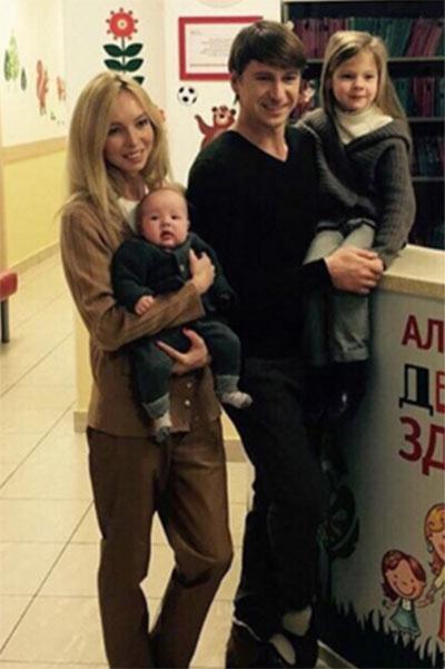 Алексей Ягудин и Татьяна Тотьмянина впервые показали младшую дочку Мишель